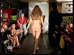 Russian girl dances naked on a show &quot_Fear factor&quot_