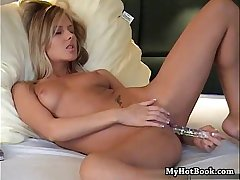 Pretty light haired girlfriend dwelling-place alone watching porn